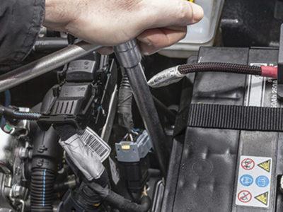 Wymiana akumulatora w samochodzie